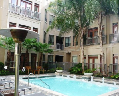 Lofts on Post Oak Sparkling Pool