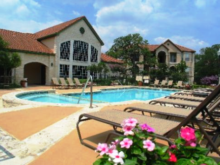 Sparkling Swimming Pool and Layout Area for Tanning at Austin Apartments near Town Lake