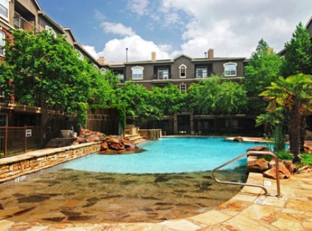 Sparkling Pool at Byran Place Apartments in Dallas, TX