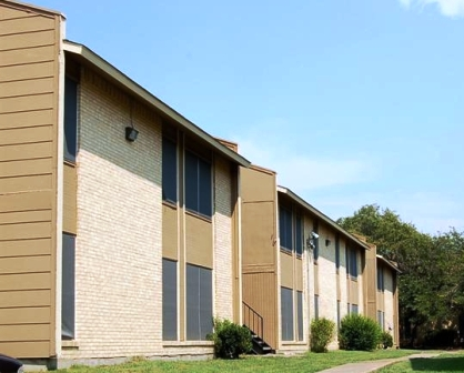 Exterior of Mira Vista Apartments