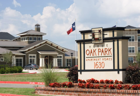 Verde Oak Park Apartments Entrance