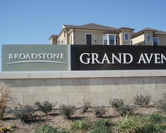 Broadstone Grand Avenue Apartments
