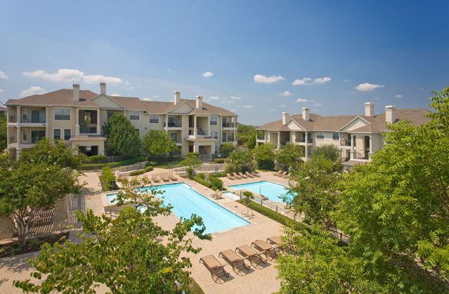 Pool at preserve at rolling oaks apartment