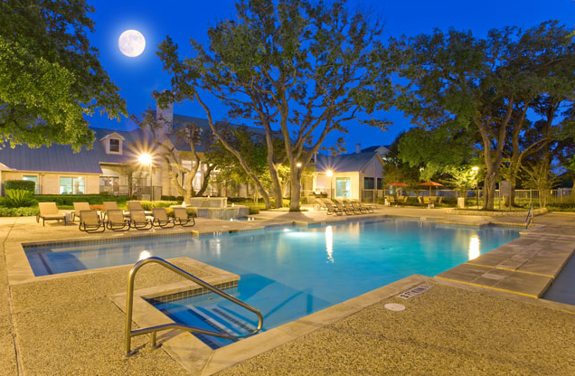 Night life at preserve at rolling oaks apartment