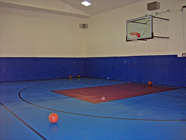 Basketball Court at these Houston Memorial Heights Apartment Rentals