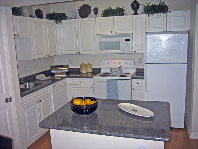 Gourmet Kitchens at these Houston Memorial Heights Apartments