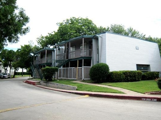 Cross Creek Apartments in North Austin