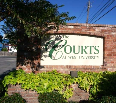 Courts at West University Apartments Photos
