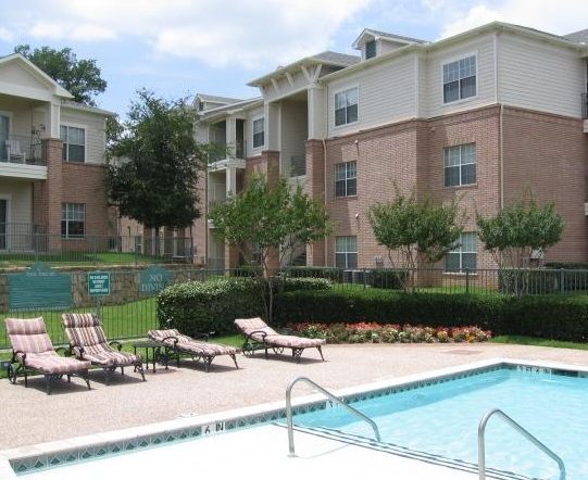 Sparkling Pool at these East Fort Worth Apartments