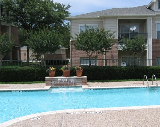 Exterior Pool View of East Fort Worth Apartments