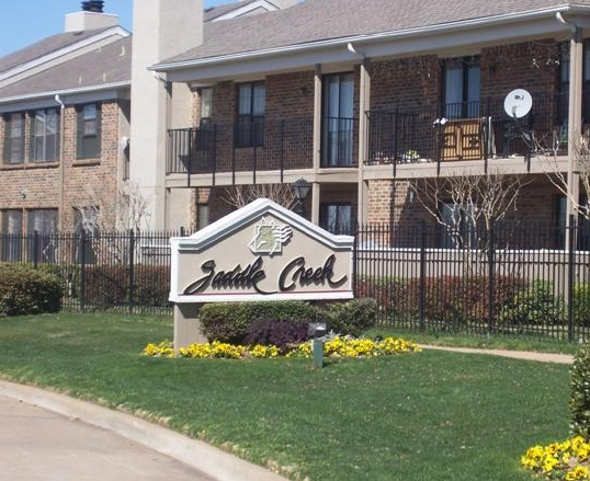 Exterior View of Saddle Creek Apartments