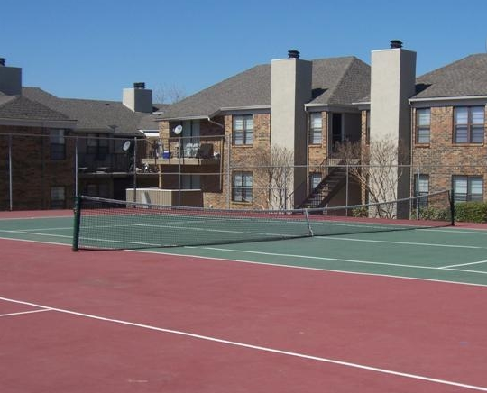 Tennis Courts at Saddle Creek Apartments