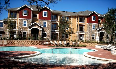 Sparkling Pool at Round Rock Apartments