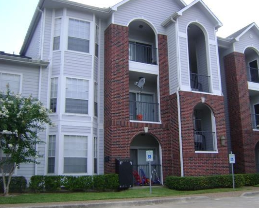 Exterior View of Broadstone Apartments Houston