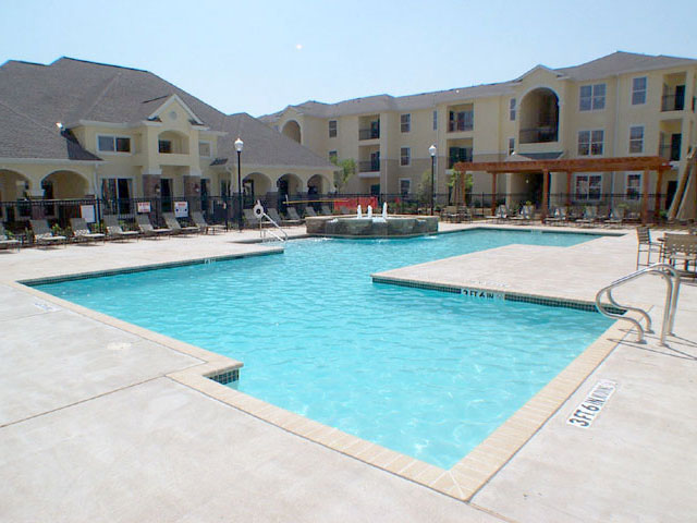 Sparkling Pool at Gateway Park Apartments