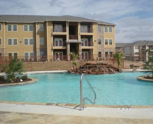 Vantage at Buda Apartments with Sparkling Pool