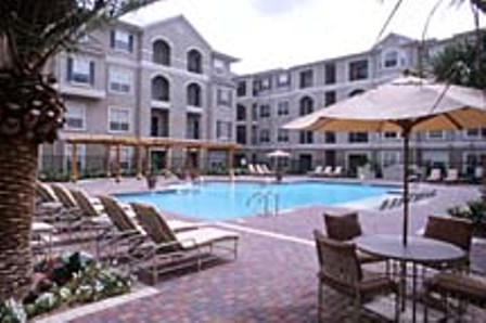 Resort-style Pool at Houston Uptown Apartments
