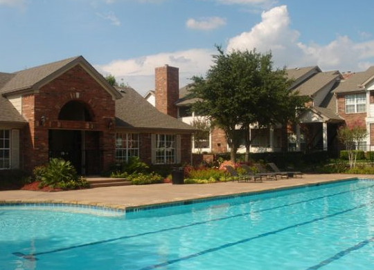 Sparkling Pool at Autumn Chase Apartments