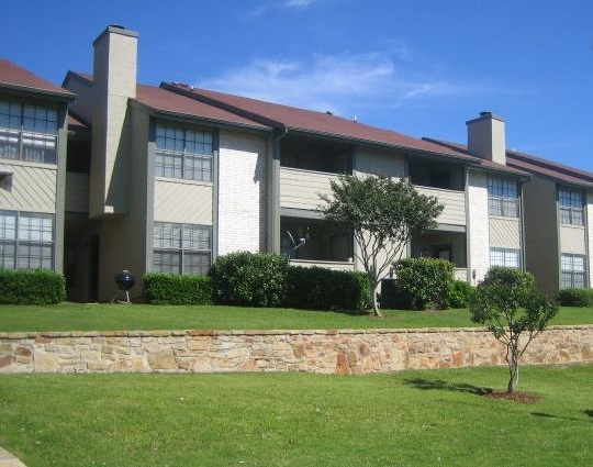 Exterior View of Cantebria Crossing Apartments