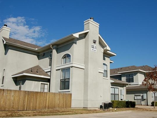 Exterior View of Dallas Lakewood Apartments