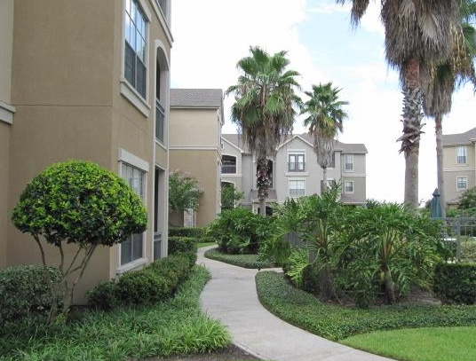 Exterior View of Villas at West Oaks Apartments