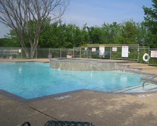 Chesterfield Apartments Pool