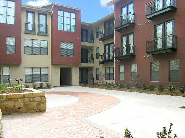 Courtyard at Vue Greenville Apartments