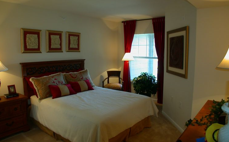 Bedroom at Los Rios Park in Plano