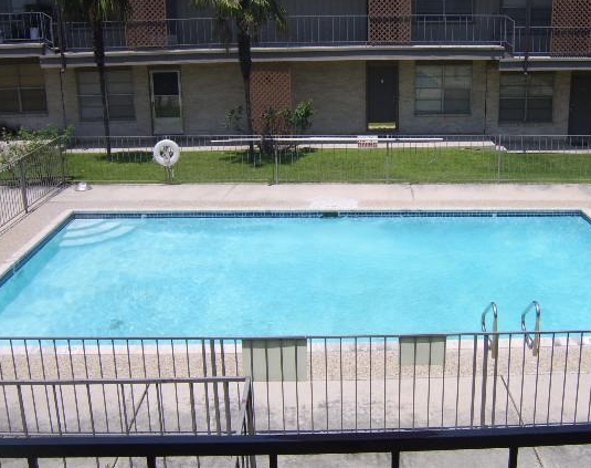 Northeast San Antonio Apartments with Sparkling Pool