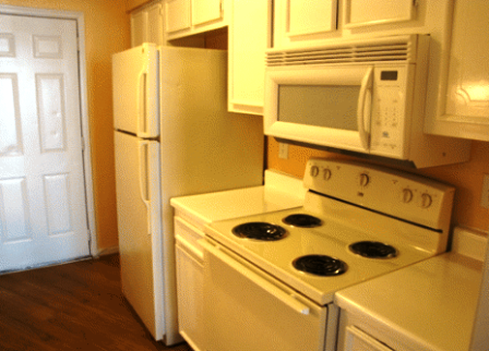 Kitchen Appliances at The Registry Apartments