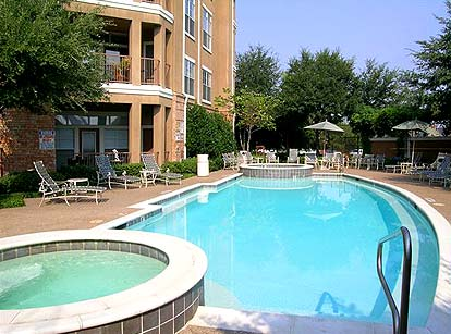 Sparkling Pool at these Downtown Fort Worth Apartments
