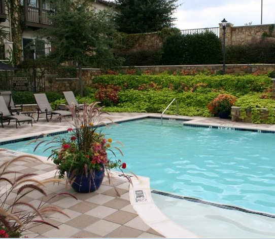 ESTANCIA TOWNHOMES POOL