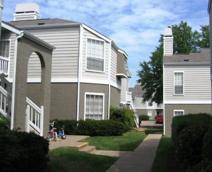 Exterior View of Summerstone Apartments