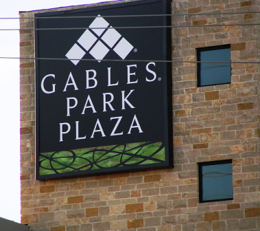 Gables Park Plaza Exterior Sign Advertisement