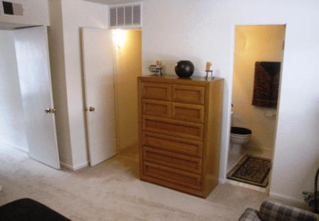 Spacious Bedrooms for Rent at Galleria Apartments