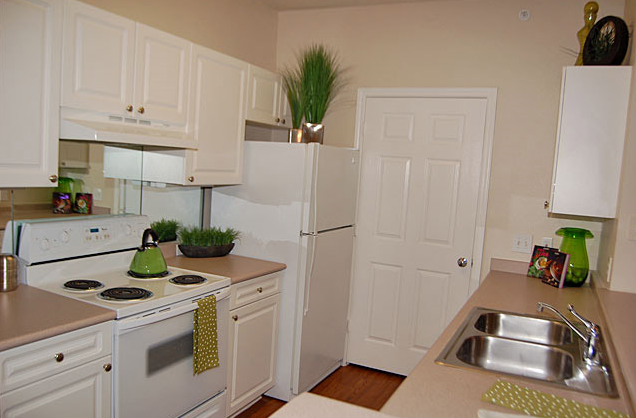 Retreat at Fossil Creek Apartments Kitchen