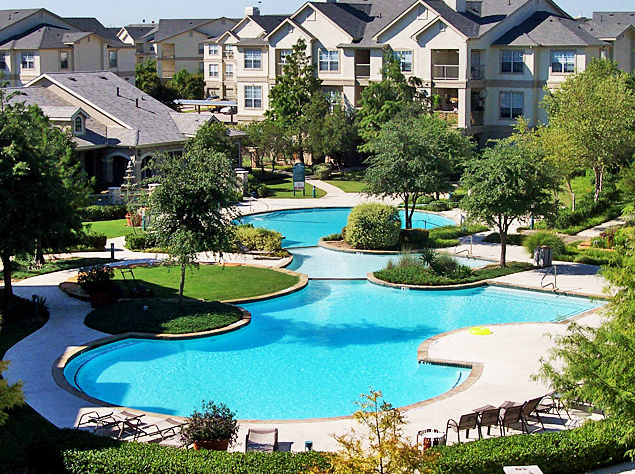 Sparkling Pool at Retreat at Fossil Creek Apartments