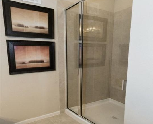 Stand-up Showers at Mansions of Rockwall