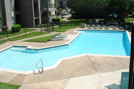 Medical Center Houston Apartments Photo of Pool