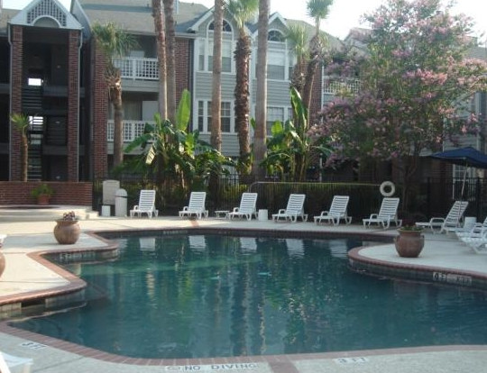 Pool Photo at El Mundo Park Apartments