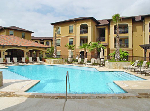 Pool at Estancia San Miguel Apartments